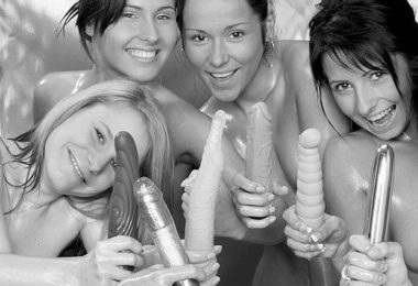 A vibrátorok a legkedvesebbek a szexkütyük közül, különösen a nyuszi vibri